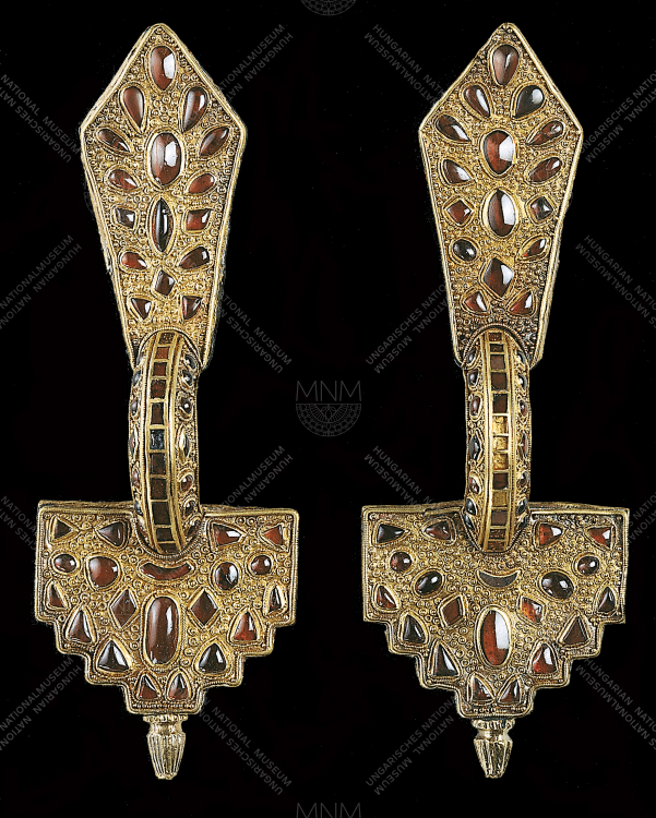 SILVER FIBULA COVERED WITH SHEET GOLD, WITH GARNETS
